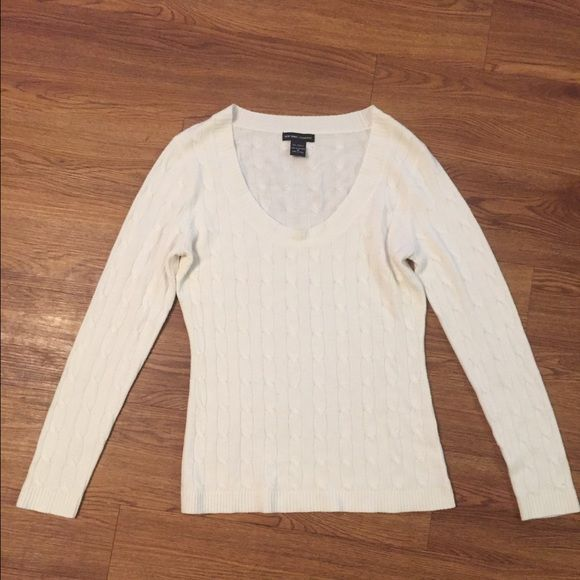 BOGO FREE SALE Scoop neck sweater White scoop neck sweater, in great condition!! Very cute and cozy BOGO FREE SALE (of equal or lesser vale on all pre-loved items) New York & Company Sweaters Crew & Scoop Necks