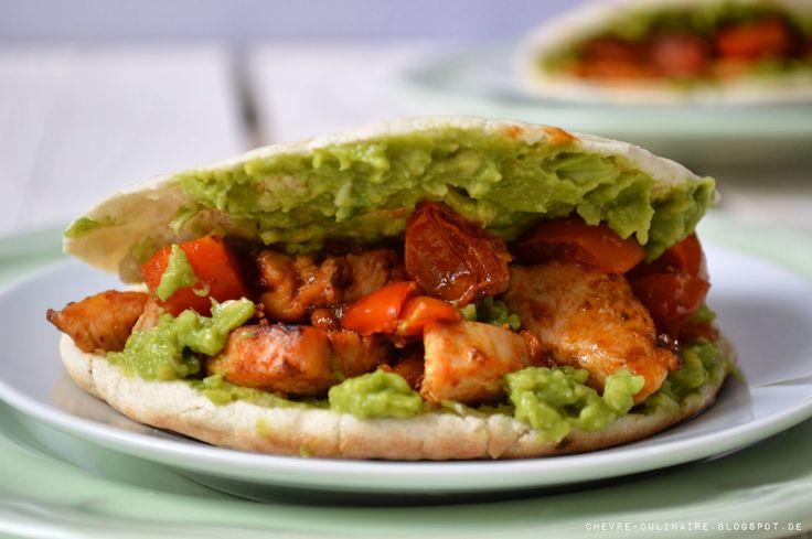 Chèvre culinaire: Spicey Chicken in Pitabread + Guacamole // Pitabrot mit Hähnchen