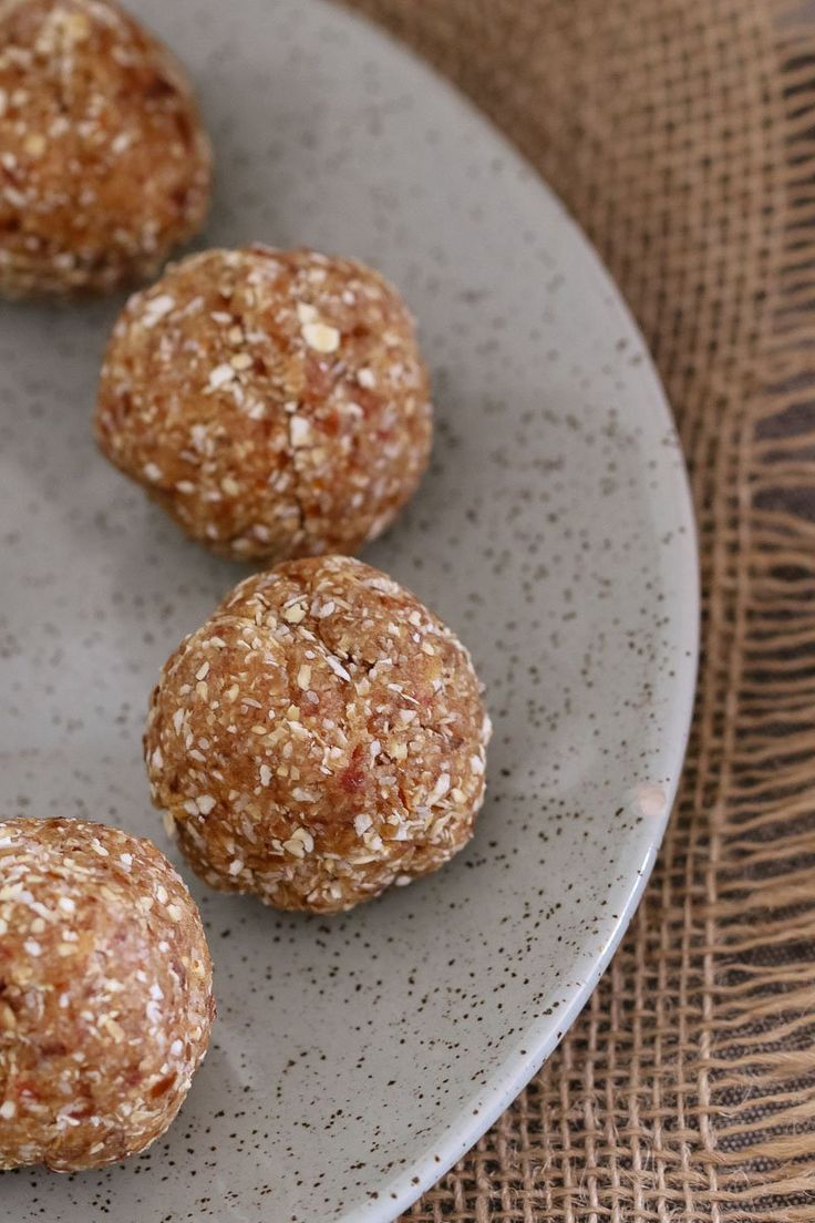 Deliciously Healthy Salted Caramel Balls made from medjool dates, rolled oats, desiccated coconut and a pinch of salt! YUM! #blissballs #saltedcaramel #snacks #thermomix #lunchbox #proteinballs #kidsnacks #nobake