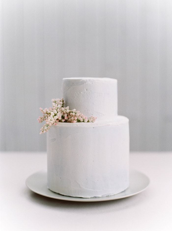 Simplistic Springtime Wedding Inspiration At Sunrise Once Wed Simple Weddingswhite Weddings2 Tier Cakesimple