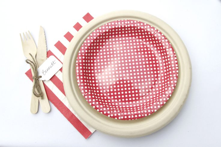 Christmas table setting done affordably with paper plates and cute wooden cutlery finished off with name tags. | The Paper Lantern |
