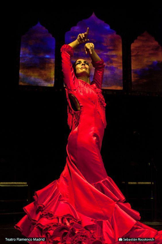 ¡Vive una auténtica Navidad Flamenca en Teatro Flamenco Madrid! Disfruta de la Zambomba de Jerez con actuaciones especiales de grandes bailaores.