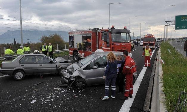 ΕΛΛΗΝΙΚΗ ΔΡΑΣΗ: Θεσσαλονίκη: Τρεις νεκροί σε τροχαίο με 3 νέα παιδ...