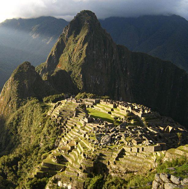 Como llegar a Machu Picchu por la ruta de Santa Teresa y las vias del tren. Guia para viajar a Cusco Peru al estilo mochilero y barato.Camino Inca: alternativas. Hospedarse en Cusco, llegar al Cusco. Top 10 consejos que no puedes dejar de leer antes de viajar a Perú.