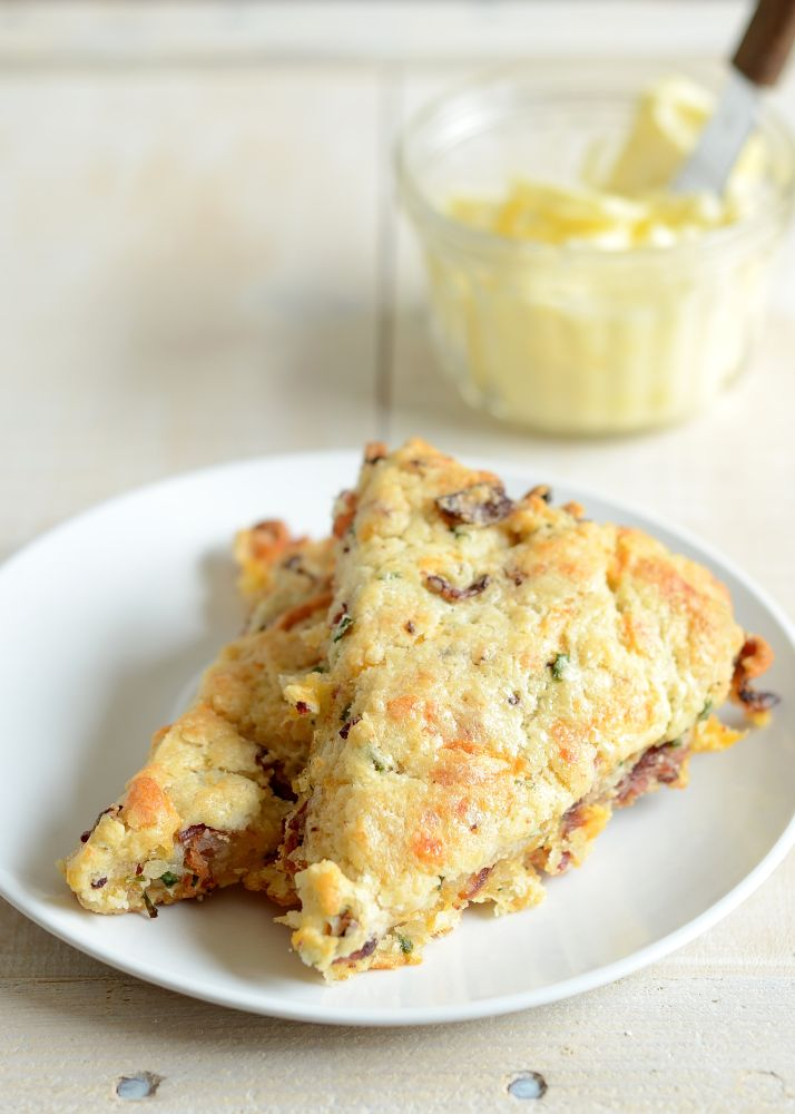 Found my recipe for the bf's family. Bacon, Cheddar & Chive Scones