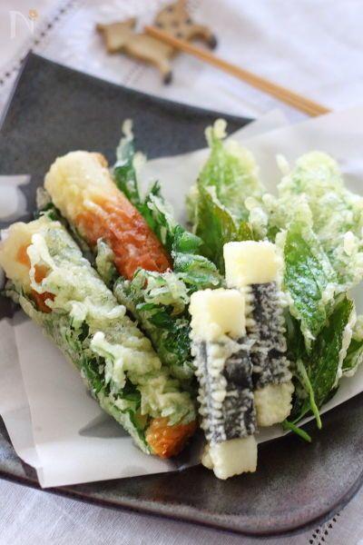 ちくわを大葉で巻いたもの、長芋を海苔でまいたもの、明日葉を天ぷらにしました。  衣に青のりを加えたり、ゆかりを加えても 香りが出て美味しいですよ。