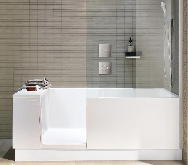 Kombiniert Duschbadewanne In Kleinem Badezimmer Bild 10 Duschbadewanne Kleine Badezimmer Mini Bad