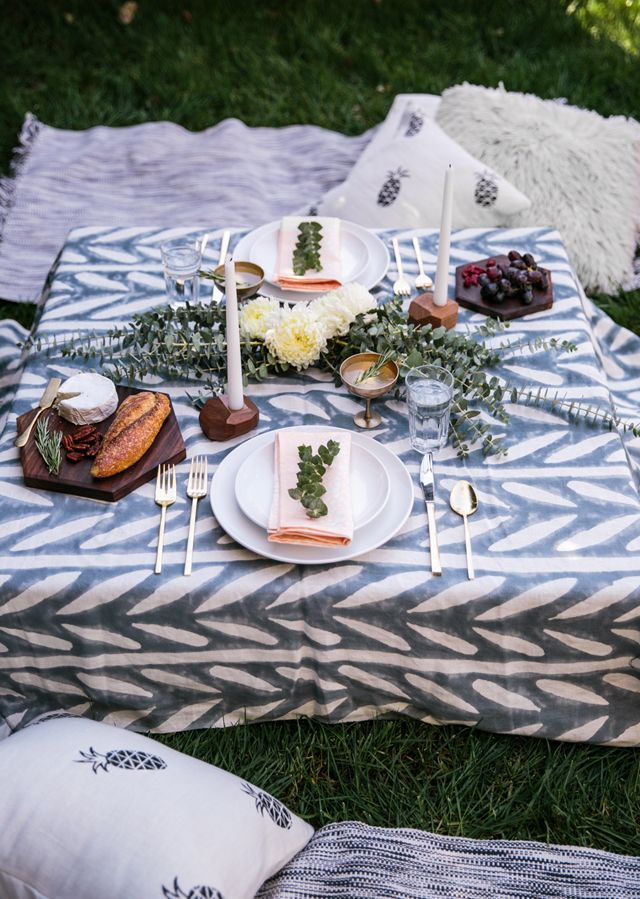 gorgeous outdoor picnic setting. i love the candlesticks and cutting boards.