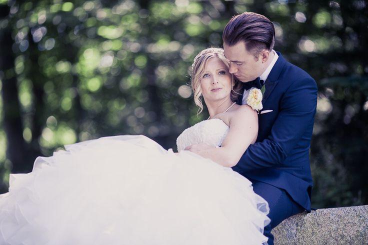 Bryllupsfoto ved uddannet fotograf til professionel bryllupsfotografering. Flotte bryllupsbilleder.