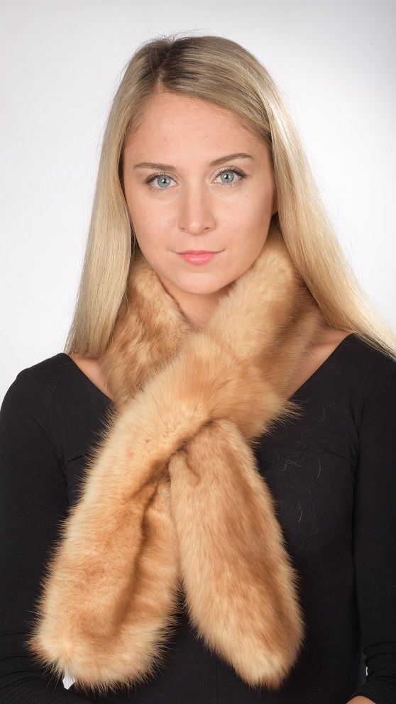 Elegante e pregiata sciarpa pelliccia in autentico zibellino oro naturale. Lavorato a mano artigianalmente. Made in Italy.  www.amifur.it
