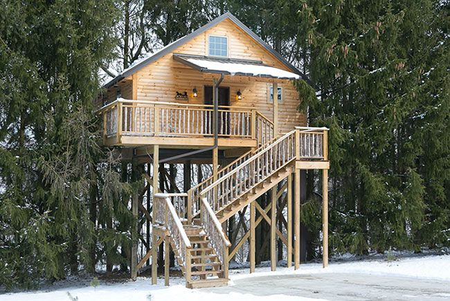 Now this is a tree house!!  Romantic Getaway in Amish Country - Tree House Cabins in Berlin, Ohio
