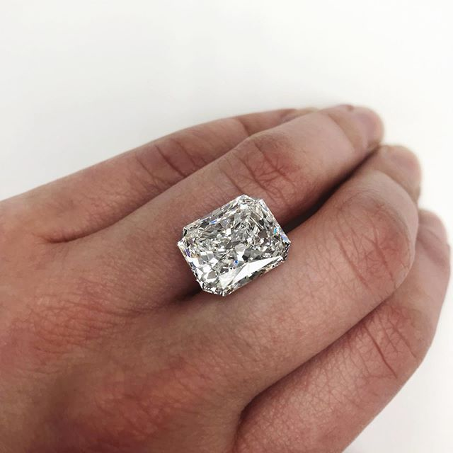 Pin On Large Carat Weight Diamonds