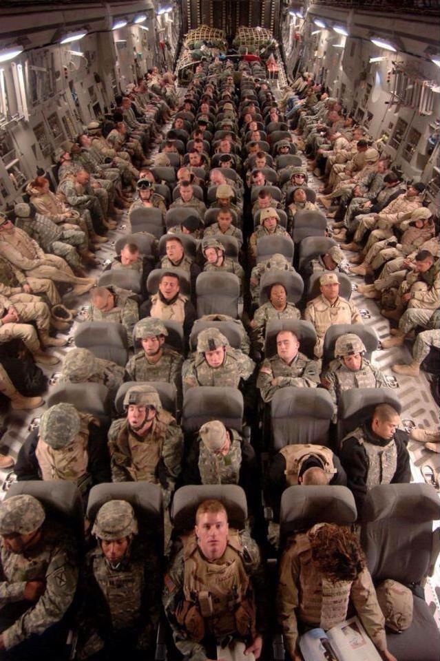soldati USA tornano dalla guerra.