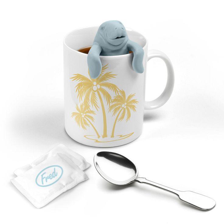 Een kopje thee smaakt altijd nog beter in prettig gezelschap. En wat is er gezelliger dan deze zeekoe die over de rand van de mok of theeglas kijkt? Dit thee-ei maakt het ontbijt of de welverdiende pauze nog veel gzelliger. Thee drinken wordt zo vooral heel ontspannend. Als jij ook zo'n theeliefhebber in de familie of op het werk hebt, is dit het ideale cadeau!