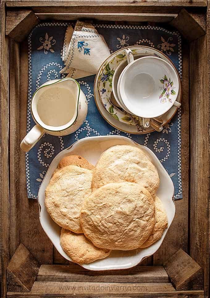 Las clásicas tortas de Alcázar de San Juan, bizcocho esponja en forma de torta