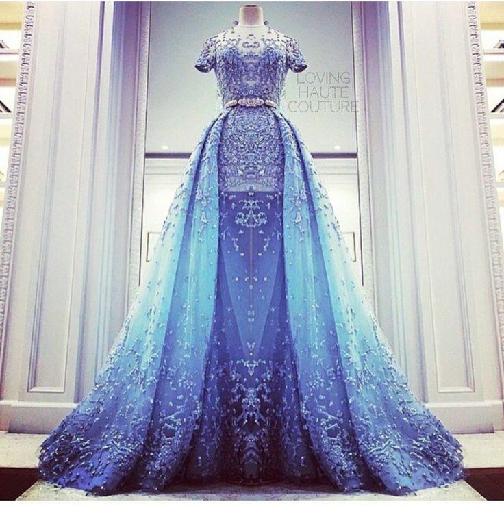 Blaues Kleid                                                                                                                                                                                 Mehr