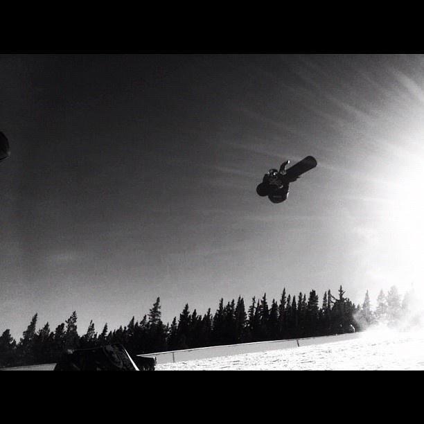 "@fredrikaustbo's photo: ""Gold last day of shredding In breck! #alleyoop #pipe #breckenridge #goodtimes #rogerthebestphotograperintheworld"""