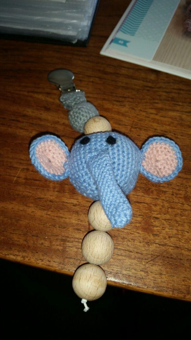 Hæklet barnevognsophæng med en Elefant