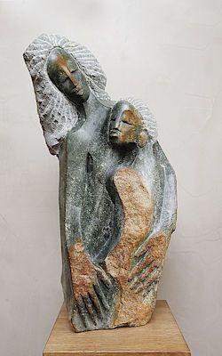 Láskyplná socha V objetí od Tafungy Bonjisiho
