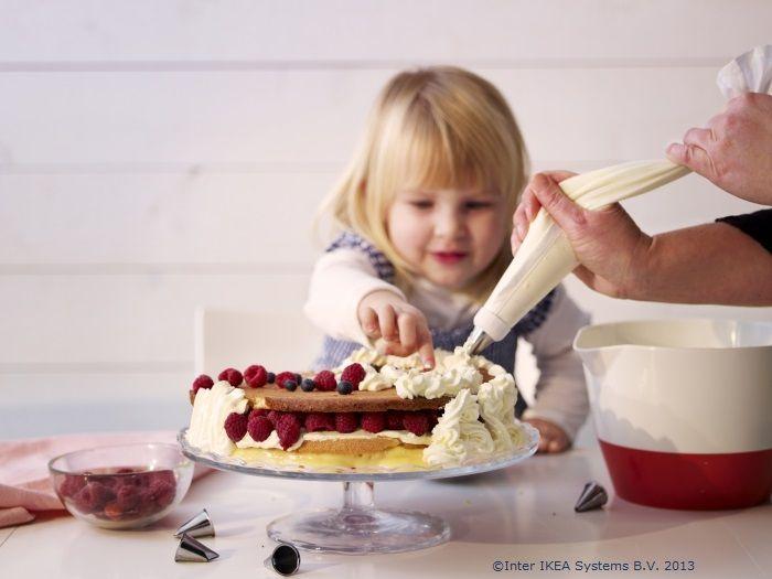 La mulți ani celor care se sărbătoresc azi! Să aveți o zi dulce!
