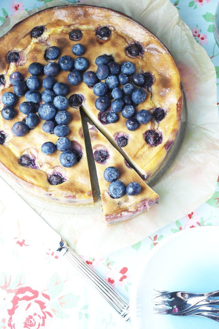 käsekuchen auf schwedisch: mit haferkeks-boden und blaubeeren   swedish cheesecake: with flapjack crust and blueberries (vegetarian) ❤