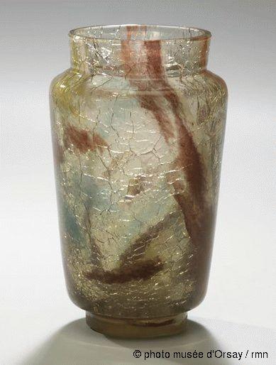 Eugène Rousseau, Appert Frères Vase rouleau entre 1880 et 1884 verre à deux couches inférieure craquelée, inclusions d'oxydes métalliques H. 0.172 ; ø. 0.078 musée d'Orsay, Paris, France