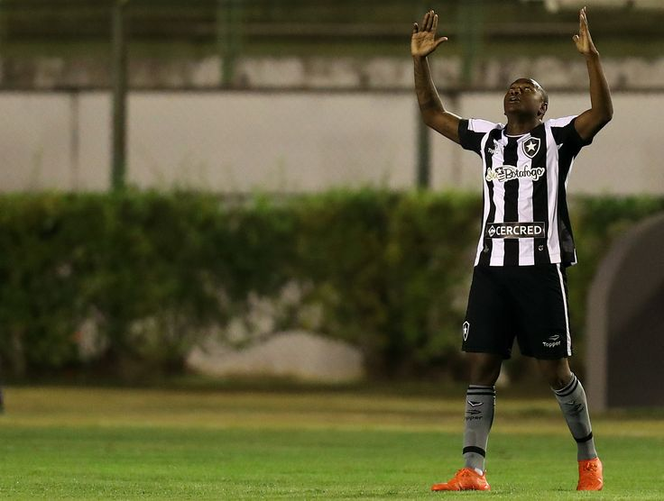 Sob risco de perder Sassá, Botafogo monitora mercado por mais atacantes #globoesporte
