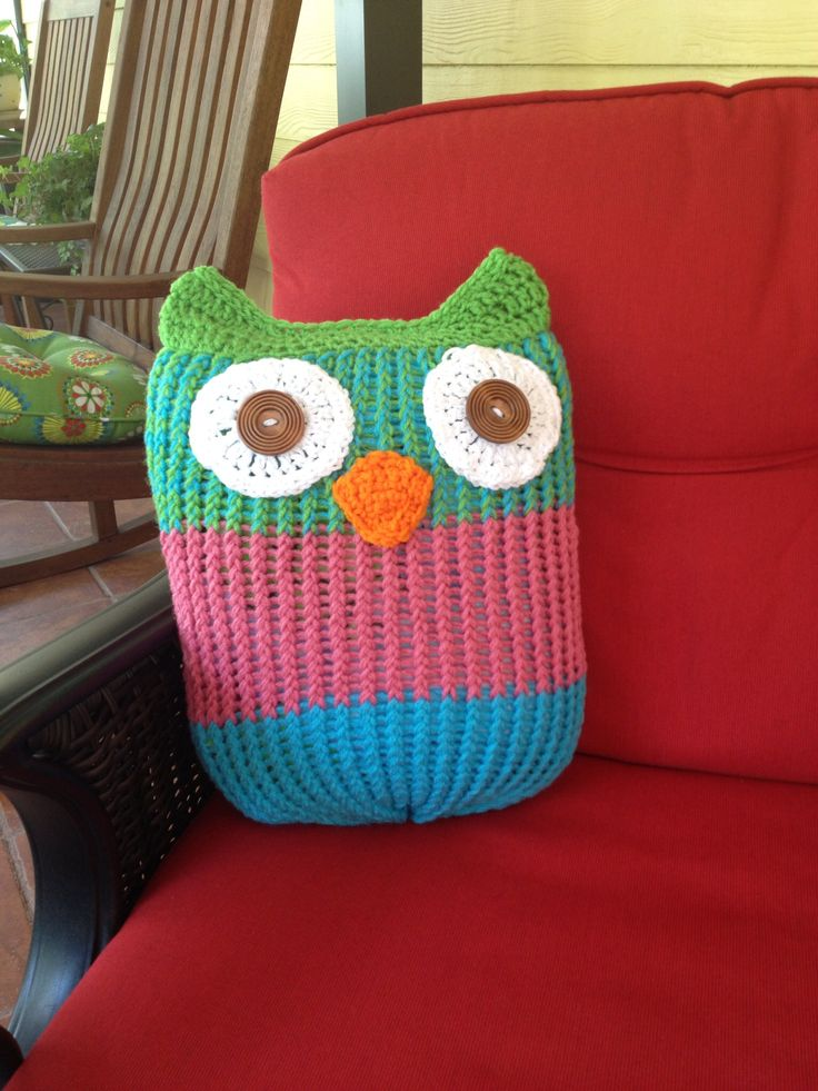 I just finished this cute Owl I used a big round loom and finished with sigle crochet stiches. The eyes were crocheted circles with wood buttons.