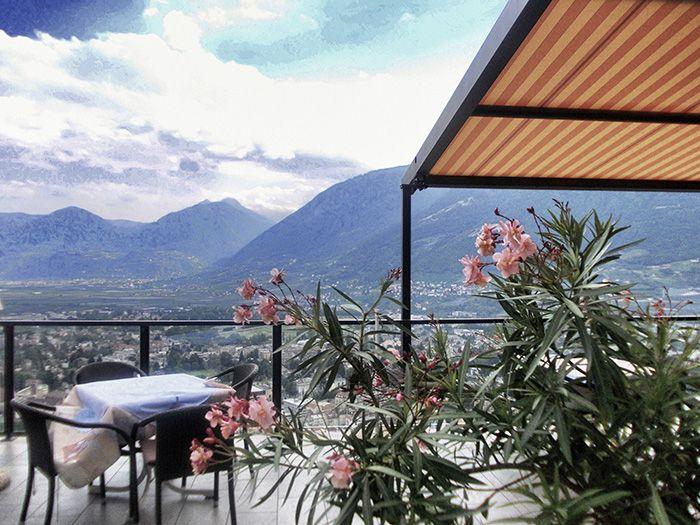 Meran, oder Merano, wie die Italiener sagen, ist eigentlich ja gar nicht so weit weg von Deutschland. Doch was ist diese Stadt in Südtirol für ein Ort?