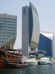 Edificios modernos buscar con google edificios for Hoteles pequenos modernos