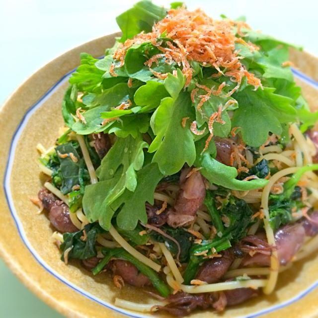 ⭐️つけてて、作りたかったパスタ  わたしは、シラスの代わりに ホタルイカと桜エビを入れてみました✨  パスタは「具沢山」が好きなので… 春菊これでもか〜ってぐらい どっさり入れました  さすが、プロのレシピです 間違いない〜  美味しすぎるのでリピ決定です✨ - 107件のもぐもぐ - Kentaro Kayamaさんの料理 今日のまかない「THE 春菊」 by ゆりねかふぇ