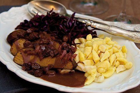 """Der köstliche, vegane """"Rheinische Sauerbraten"""" aus Seitan von Marion Kracht eignet sich als Geburtstagsessen und für andere besondere Anlässe."""
