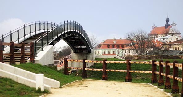 Most-kładka... nad torami kolejowymi
