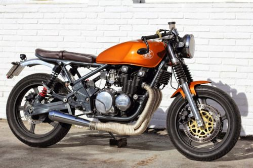 Kawasaki Zephyr 550 Cafe Racer by ÑRT Classics #motorcycles #caferacer #motos | caferacerpasion.com