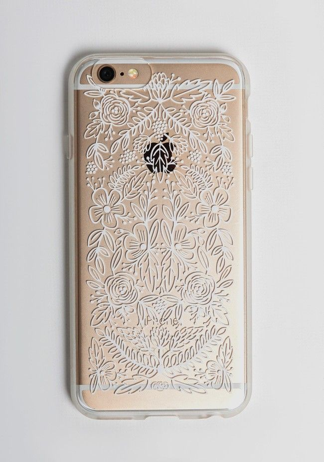 Chic and charming, this clear hard shell case is decorated with a white floral design. Perfected with a rubber bumper for added protection and a slim look. By Rifle Paper Co.