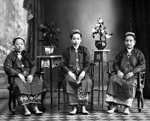 3 Penang Peranakan Nonyas..Penang was influence by theThai/Siamese.