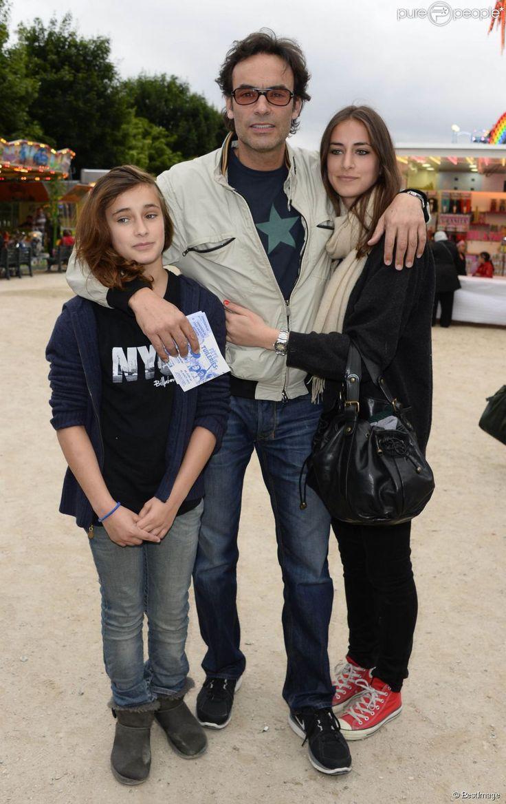 Anthony Delon et ses filles Loup et Liv lors de l'inauguration de la fête…