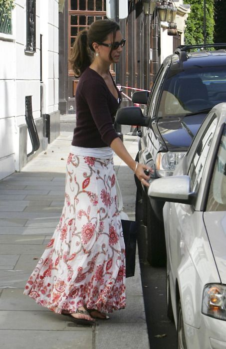 Maxi Skirt Do's and Don'ts. Long skirts are trendy, comfy and can be really sleek but looking fashionable not frumpy is the key!!! The floral patter here is not too bold, for summer ... keep the layers on top but opt for a dark coral