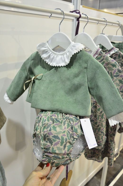Cubrepañal y chaqueta cruzada de terciopelo