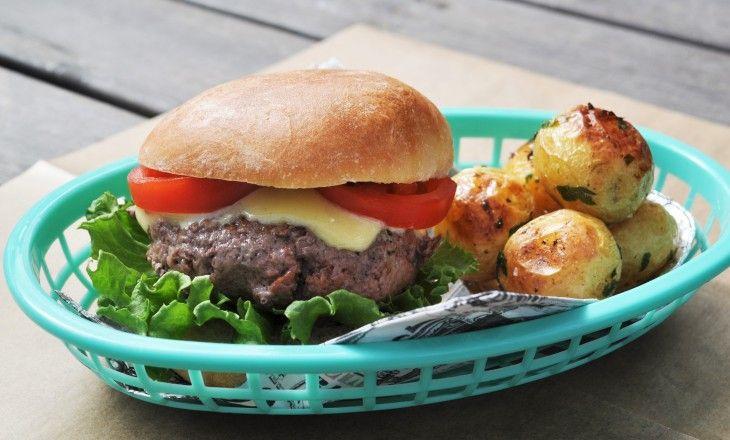 Grunden till att få till en riktigt god hamburgare kräver främst två komponenter, högkvalitativt kött och ett riktigt gott bröd.