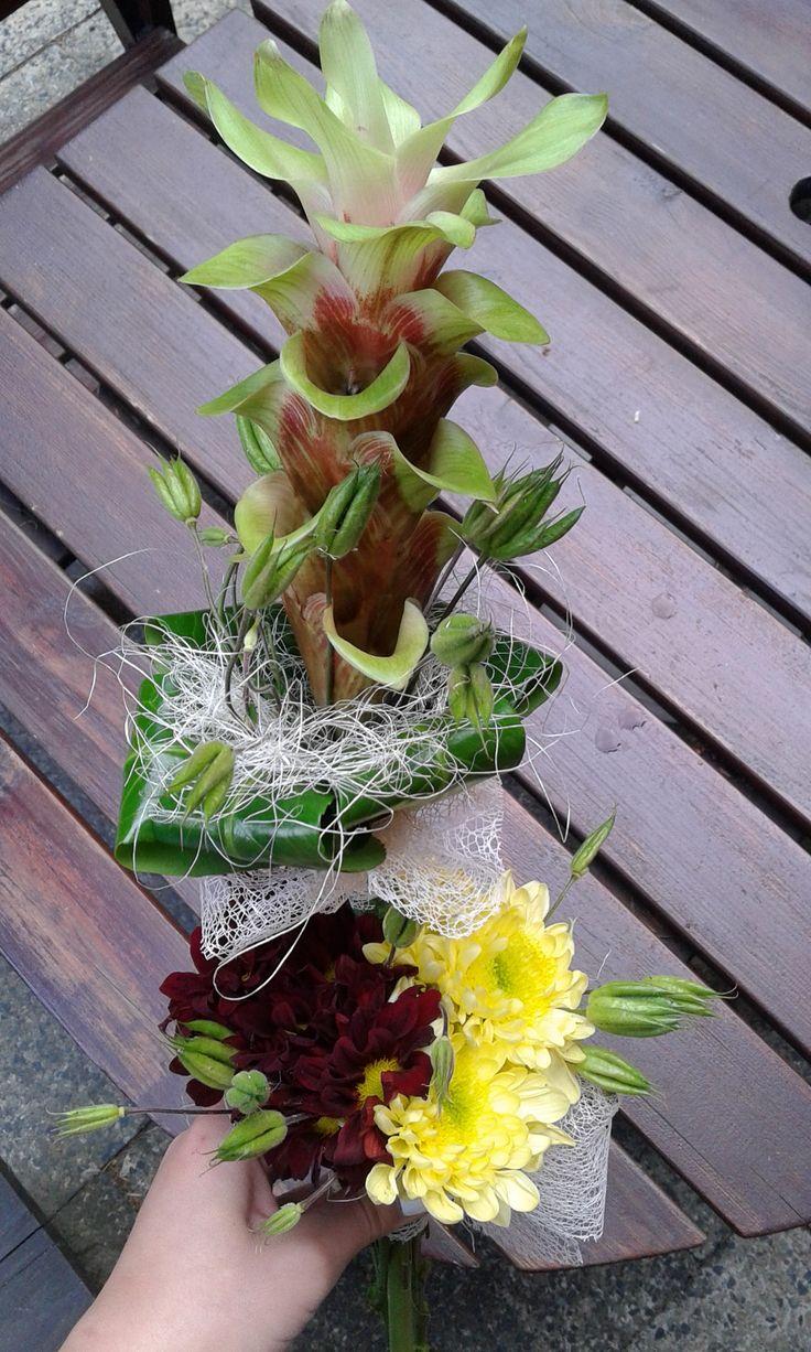 Uvázaná kytice na vysvědčení