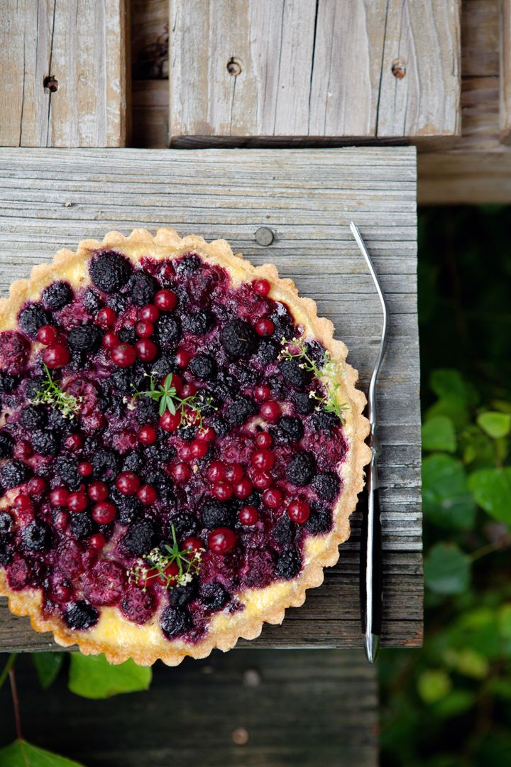 summer berry and yoghurt tart: Cake, Sweet, Berry Pie, Food, Berries, Dessert