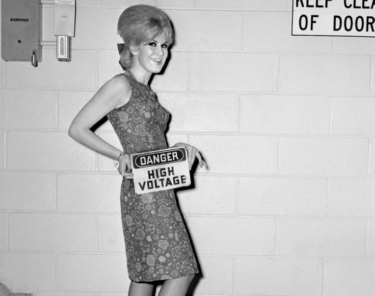 English pop star Dusty Springfield sported poufed hair and a totally rad dress when arriving in New York City on Sept. 1, 1964.
