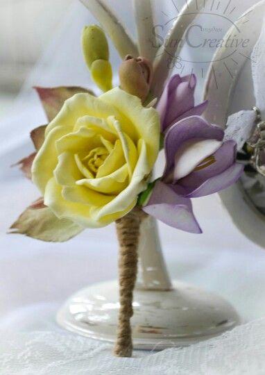 Розочка и фрезия в брошке..Цветочная нежность. Материал цветов -Фоамиран,авторская тонировка.  #цветы_аксессуар_Suncreative