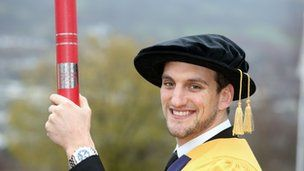 Wales rugby star Sam Warburton given honorary fellowship - http://rugbycollege.co.uk/wales-rugby/wales-rugby-star-sam-warburton-given-honorary-fellowship/