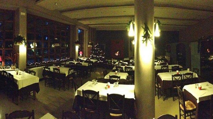 Το εστιατόριο ΤΕΧΛΙΚΙΔΗΣ που βρίσκεται στη Δροσιά είναι ένας χώρος πασίγνωστος τόσο για το πεϊνιρλί του όσο και για την θαυμάσια αυλή που δ