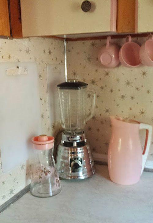 blender - pink pitcher cups- starburst - midcentury-kitchen