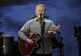 16-Apr-2015 19:53 - KOMEND NAJAAR NIEUWE SOLOPLAAT DON HENLEY. Don Henley komt in het najaar met een nieuw soloalbum, zijn eerste in vijftien jaar. Dat vertelde de Eagleszanger en -drummer in een interview met het Amerikaanse charitynetwork Chideo. De plaat die Cass County gaat heten is zo goed als af, maar Henley heeft het op dit moment te druk met de Eagles om de laatste puntjes op de i te zetten.