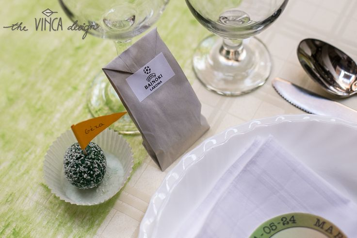 Vinca Design, football inspired wedding, seating card, wedding favor // focis esküvő, ültetőkártya, napraforgómaggal töltött papírzacskó
