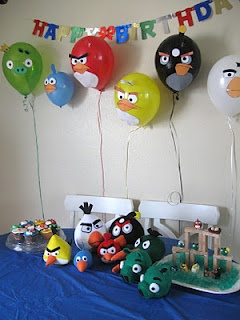 The Brown Eyes Have It: Angry Birds Birthday Party how to make these balloons!! Soo cute!!